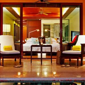 centara grand deluxe pool suite