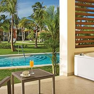 Breathless-Punta-Cana-xhale-club-Swim-Up-Suite