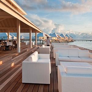 Diamonds Thudufushi - terrace