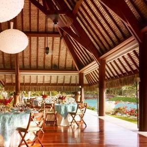 Four-Seasons-Bora-Bora-overwater-restaurant