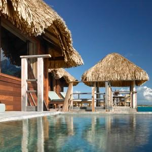 Four-Seasons-Bora-Bora-plunge-pool-over-water-