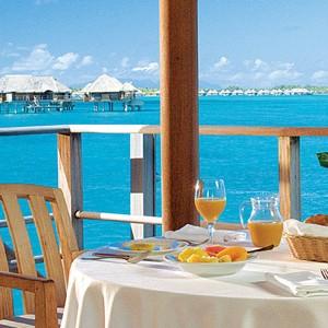 Four-Seasons-Bora-Bora-private-dinner