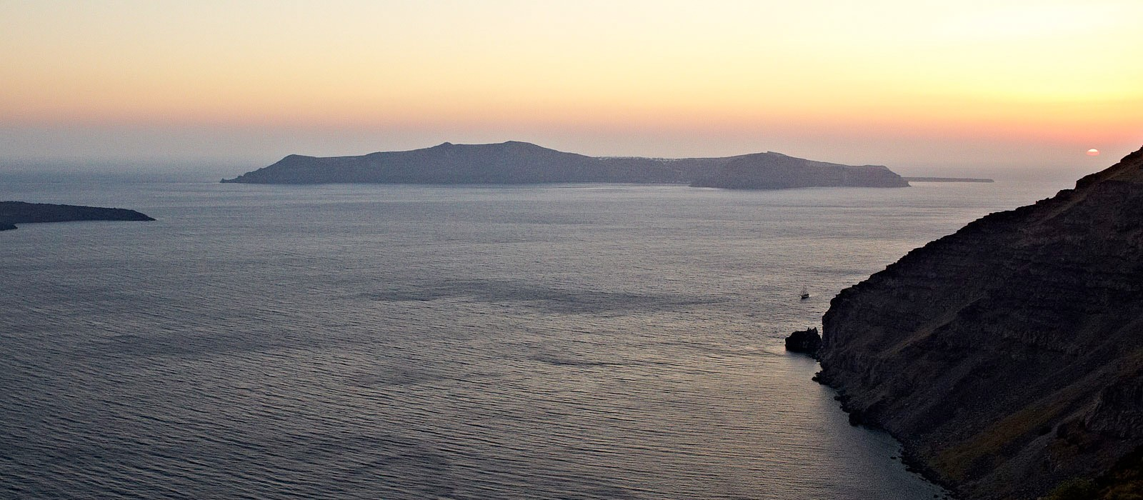 Greece holidays - sun rocks santorini - header