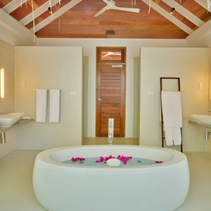 Kandolhu Island - beach villa bathroom