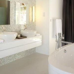 Kandolhu Island - pool villa bathroom