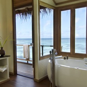Kandolhu Island - water villa bathroom