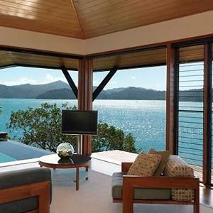 Luxury Holidays Australia - Quarry, Hamilton Island - Bedroom Furnishings