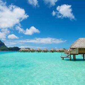 Luxury Holidays Bora Bora - Pearl Beach Resort - Turqoise Sea