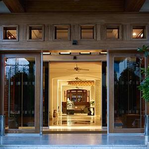 Luxury Holidays Cyprus - Columbia Beach Hotel Pissouri - entrance