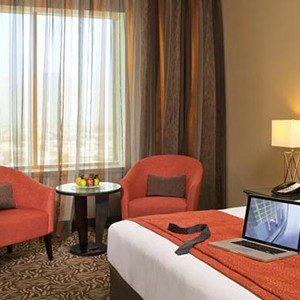 Luxury Holidays Dubai - Towers Rotana - Bed