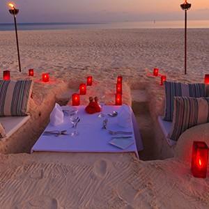 Luxury - Holidays - Maldives - Valassaru - Beach Dining
