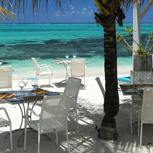 Luxury-Holidays-Mauritius-Astroea-Beach-Hotel-Beach-Dining