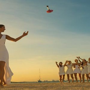 Luxury Mexico Holiday Packages Dreams Sands Cancun Resort And Spa Bride Throwing Bouquet