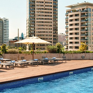 Luxury holidyas barcelona - Hilton Diagonal Mar Barcelona - pool