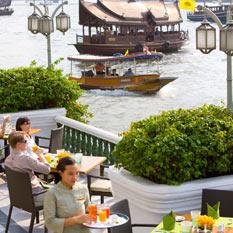 Mandarin-Oriental-Bangkok-river-bank