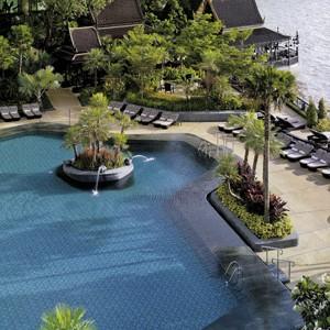 Shangri-la-Bangkok-swimming-pool