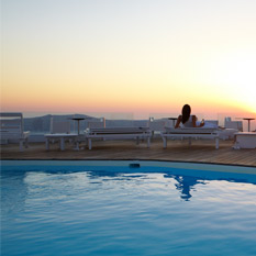 Sun-Rocks-Hotel-Santorini-pool