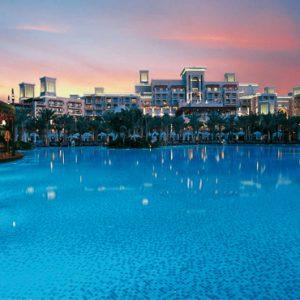 Luxury Dubai Holiday Packages Jumeirah Dar Al Masyaf At Madinat Jumeirah Pool