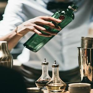 Le chalet zannier - cocktail making