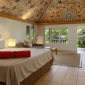 outrigger-fiji-beach-resort-fiji-holiday-plantation-family-bure-bedroom