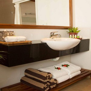 outrigger-fiji-beach-resort-fiji-holiday-beachfront-bure-bathroom