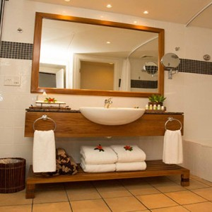 outrigger-fiji-beach-resort-fiji-holiday-deluxe-ocean-view-bathroom
