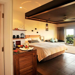 outrigger-fiji-beach-resort-fiji-holiday-superior-resort-view-bed