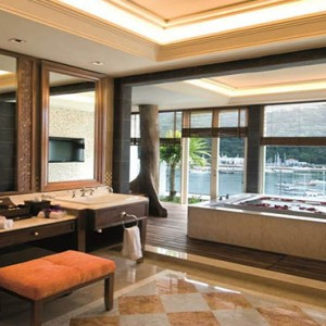 the-danna-langkawi-malaysia-holiday-royal-imperial-suite-bath
