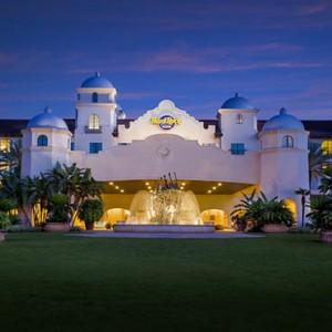 universal-hard-rock-hotel-orlando-holiday-front-entrance