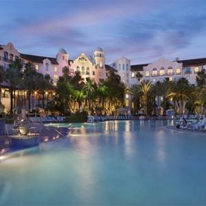 universal-hard-rock-hotel-orlando-holiday-night-view