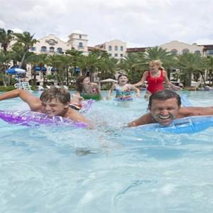 universal-hard-rock-hotel-orlando-holiday-pool-fun