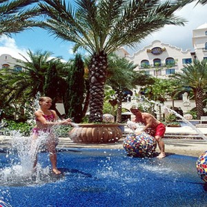 universal-hard-rock-hotel-orlando-holiday-water-play-area