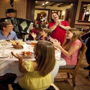 universal-loews-portofino-bay-orlando-holiday-mama-dellas-ristorante