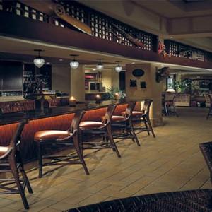universal-loews-royal-pacific-resort-orlando-holiday-jakes-american-bar