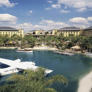 universal-loews-royal-pacific-resort-orlando-holiday-aerial-vew-1
