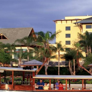 universal-loews-royal-pacific-resort-orlando-holiday-boat