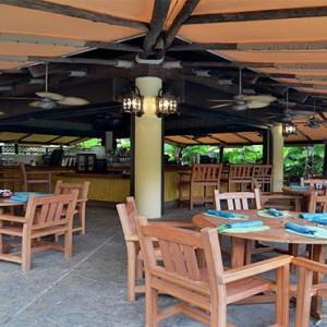 universal-loews-royal-pacific-resort-orlando-holiday-bula-bar