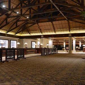 universal-loews-royal-pacific-resort-orlando-holiday-hotel-lobby
