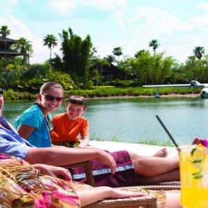 universal-loews-royal-pacific-resort-orlando-holiday-relaxing-by-the-pool