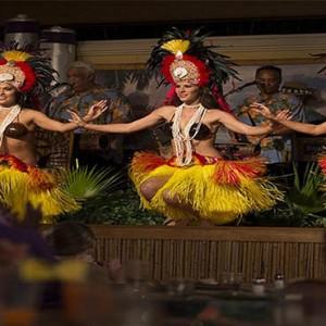 universal-loews-royal-pacific-resort-orlando-holiday-wantalin-laua