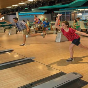 universals-cabana-bay-beach-resort-orlando-holiday-bowling