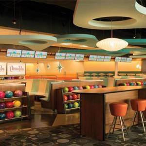 universals-cabana-bay-beach-resort-orlando-holiday-bowling-area
