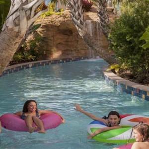 universals-cabana-bay-beach-resort-orlando-holiday-pool-slide
