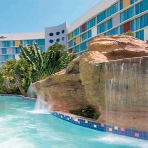 universals-cabana-bay-beach-resort-orlando-holiday-pool-waterfall