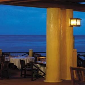 yanuca-island-fiji-holiday-takali-terrace-restaurant-at-night
