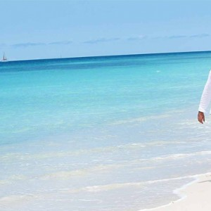 couple-on-the-beach-keyonna-beach-resort-luxury-antigua-holiday-packages