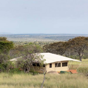 exterior-serengeti-bushtops-luxury-tanzania-holiday-packages