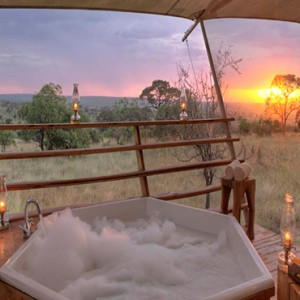 jacuzzi-serengeti-bushtops-luxury-tanzania-holiday-packages