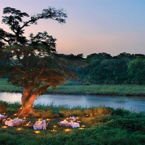lion-sands-game-reserve-south-africa-narnia-lodge-outside-dining
