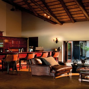 lion-sands-game-reserve-south-africa-tinga-lodge-bar
